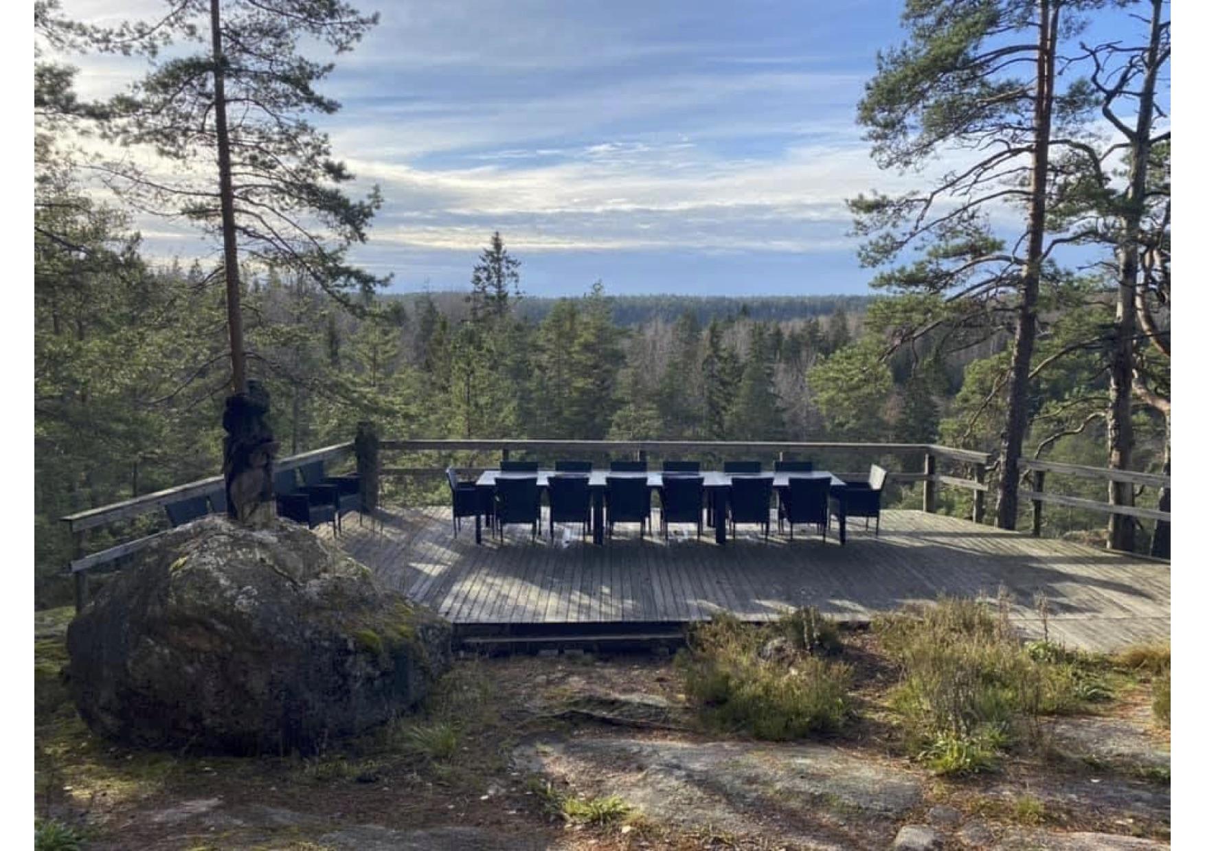 Karhunpesän kallioterassi